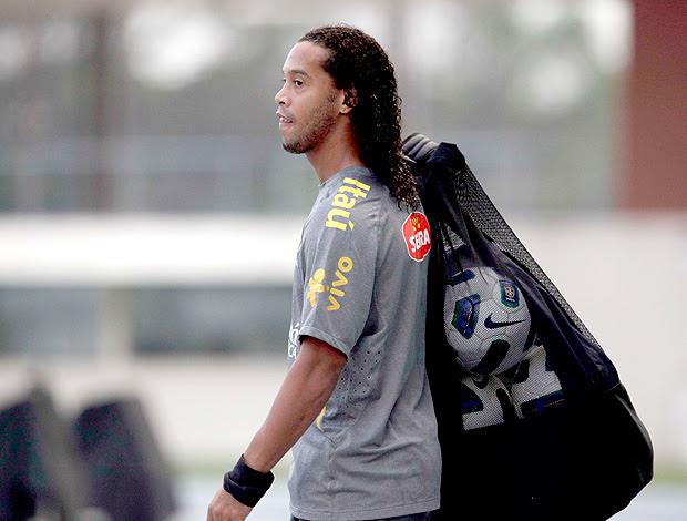 Ronaldinho no treino da Seleção (Foto: Mowa Press)