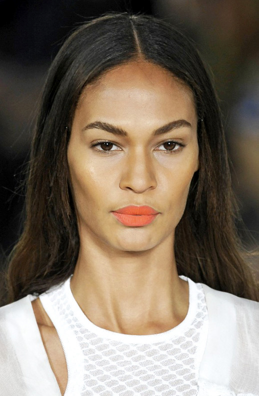 LE FASHION BLOG BEAUTY ORANGE LIPS MISSONI MODEL JOAN SMALLS CENTER PART HAIR 2 photo LEFASHIONBLOGBEAUTYORANGELIPSMISSONIJOANSMALLS2.png