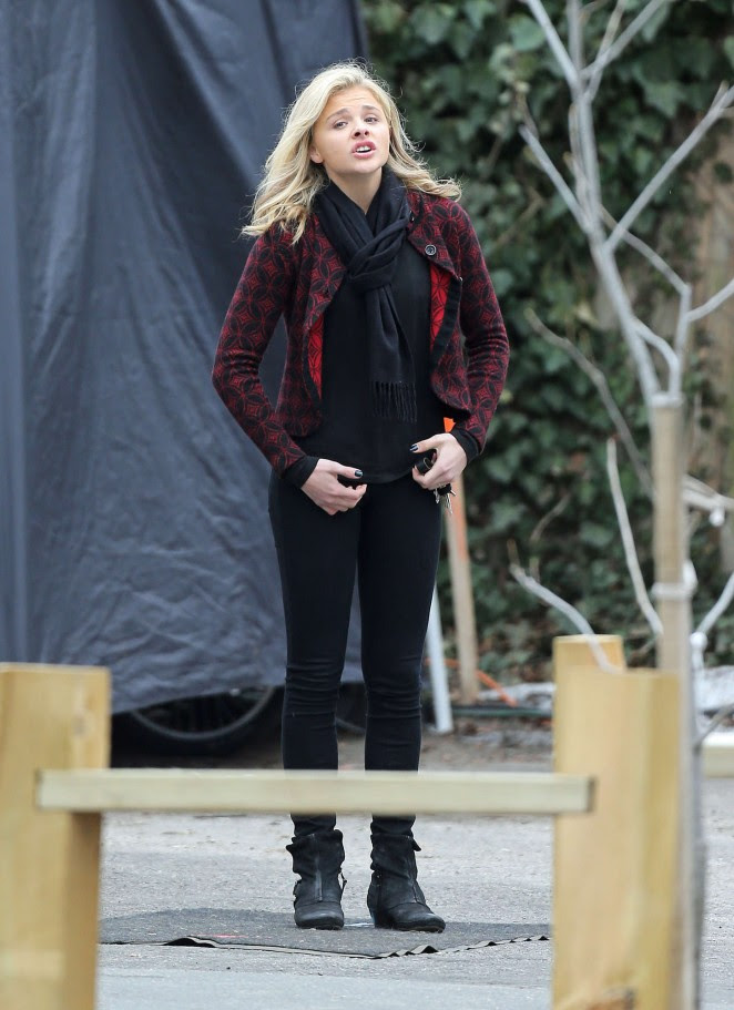 Chloe Moretz: Set of November Criminals -18