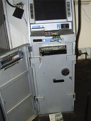 Quadrilha rende segurança e tenta explodir caixa eletrônico em Potim (Foto: Divulgação/Polícia Civil)