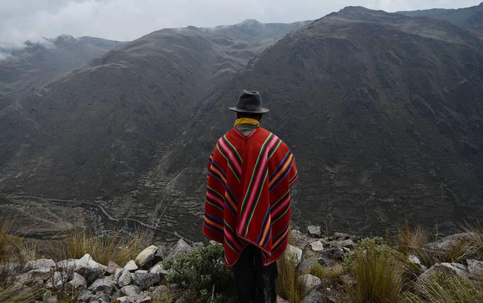 Un kallawaya en la cordillera del Apolobamba.