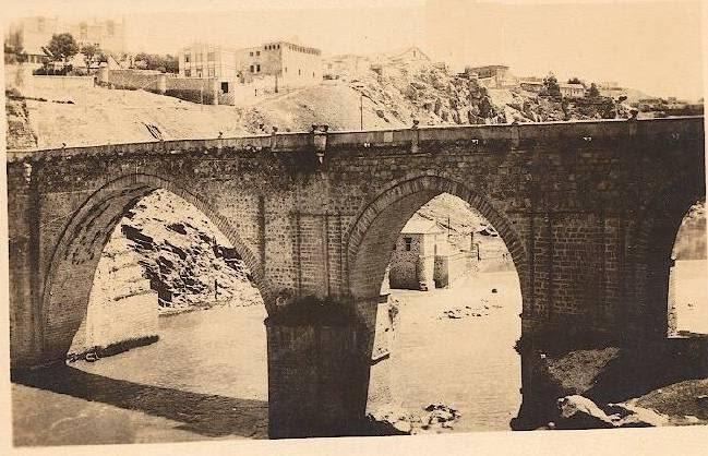 Puente de San Martín hacia 1910. Foto de E. M. Newman. Hispanic Society of America