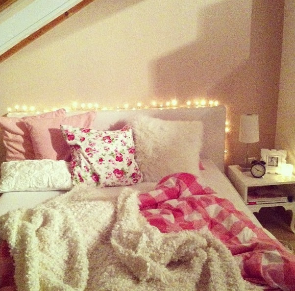 Comfy bed...like the lights