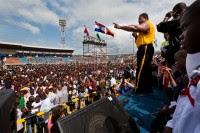 Mais de 13 mil pessoas aceitam a Jesus em evento evangelístico de Franklin Graham