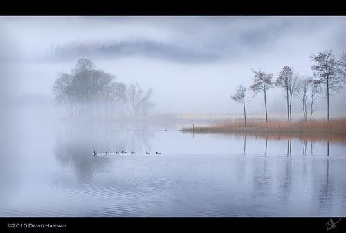 Tranquil Loch Ard por David Hannah