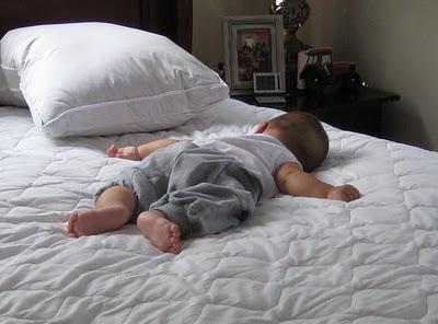Sebenarnya Tidur Tanpa Bantal Lebih Sehat
