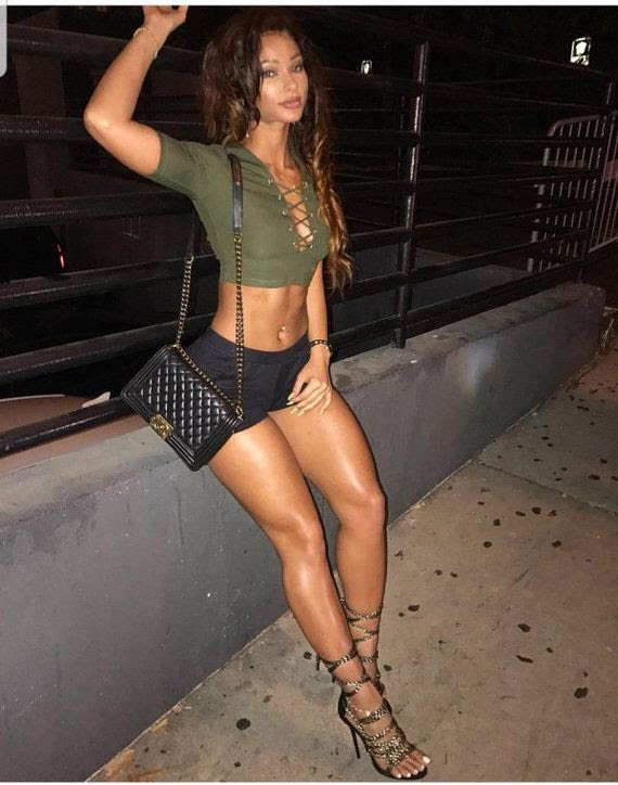 Hot Girls Wearing Tiny Shorts