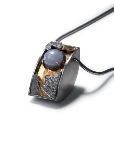 亞熱帶花園 4.2x2.1x2.6  藍鋼玉星石,鑽石, 750K 黃,750K 白 1998