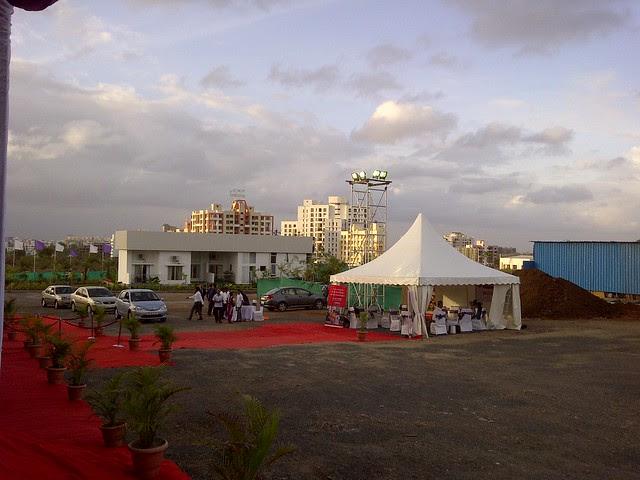 Valet Parking at Amit's Sereno, 2 BHK & 3 BHK Flats near Pancard Clubs, Baner Pune 411045