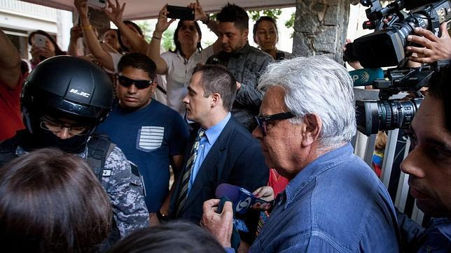 El chavismo fracasa en su intento de reventar el viaje de González a Venezuela
