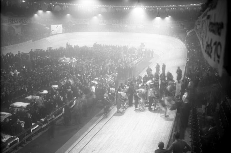 File:Bundesarchiv Bild 102-13120, Berlin, Sechs-Tage-Rennen, Start.jpg