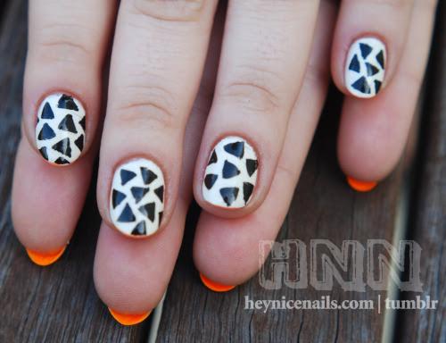 Nails inspirado por essas buchas Marimekko doente burro!  Eu usei americano Tights Vestuário Algodão e Essie-Bright.  Você pode comprá-los aqui: Marimekko para Converse