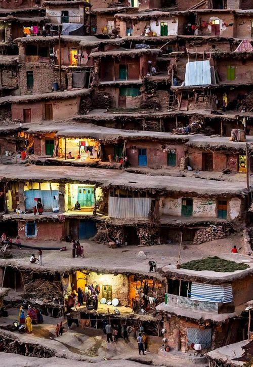 A Bastet város, Viridis ihlette Masouleh Iránban.