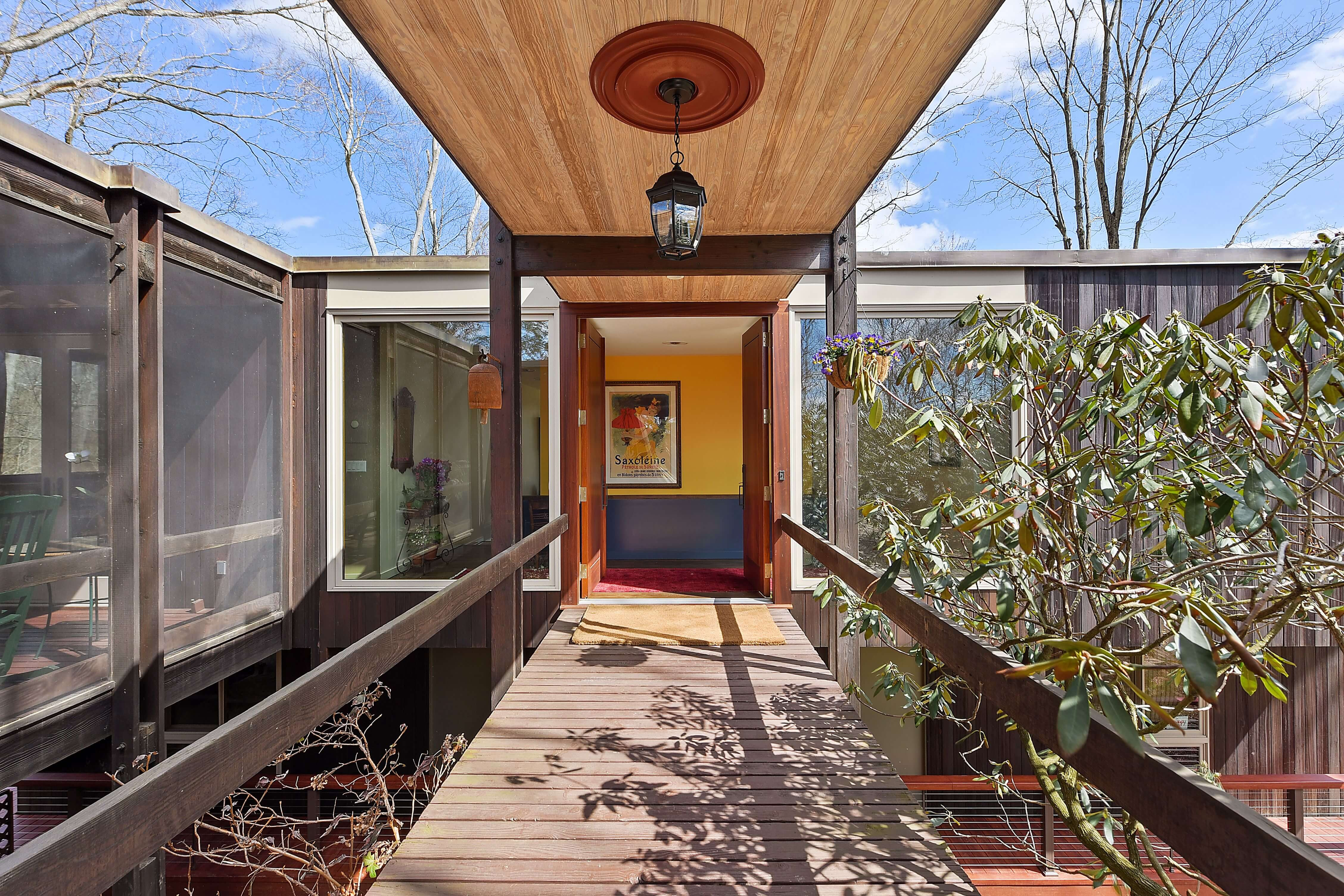 A Mid-Century Modern Wooded Oasis in Westchester County ...