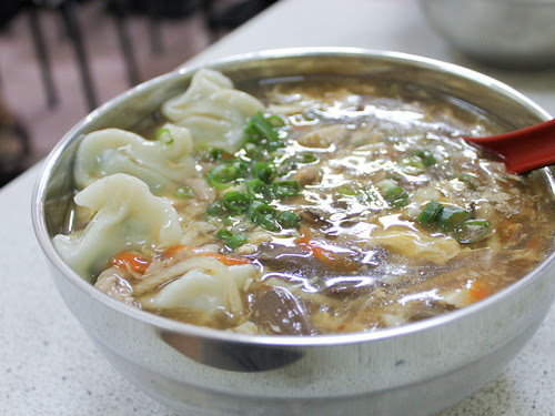 Wontons in hot & sour soup (阿宏小吃)