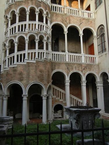 DSCN1881 _ Palazzo Contarini del Bovolo, 14 October