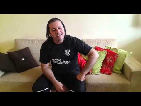 Cantor que brilhou na Calcinha Preta ganha a vida como comerciante