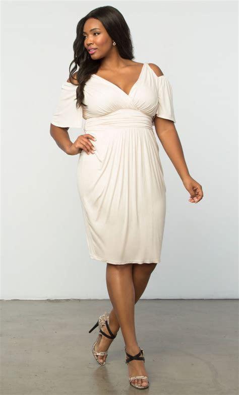 10 #PrettyPerfect Plus Size Bridal Shower Outfits   Aisle