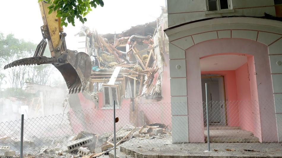 Casa de Pablo Escobar foi demolida no último dia 19 (Foto: MANNY HERNANDEZ via Mashable )