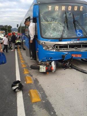 Acidente ocorreu na Avenida Nelson Cardoso na manhã deste sábado (21). (Foto: Francisco Barbosa / Arquivo Pessoal)