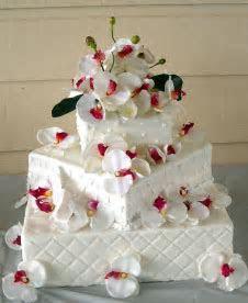 sports: Unique Wedding Cakes
