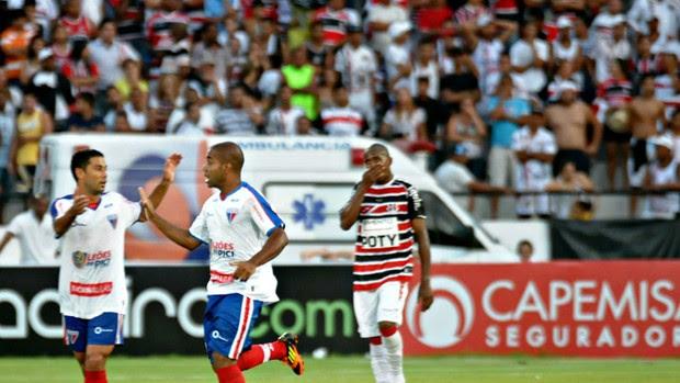 Santa Cruz x Fortaleza (Foto: Aldo Carneiro/Pernambuco Press)