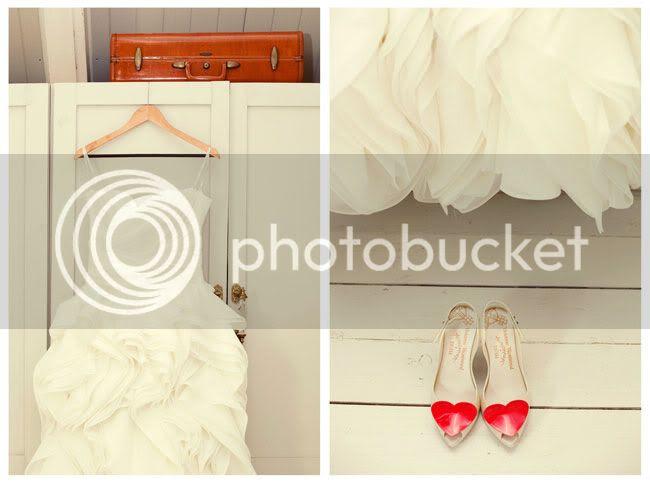 http://i892.photobucket.com/albums/ac125/lovemademedoit/Vintage-Love_Sneak01.jpg?t=1289396657