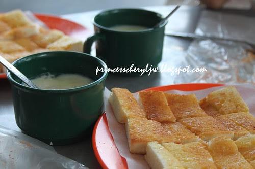 Toast bread and egg breakfast