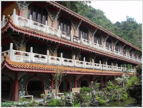 Sam Poh Tong Building