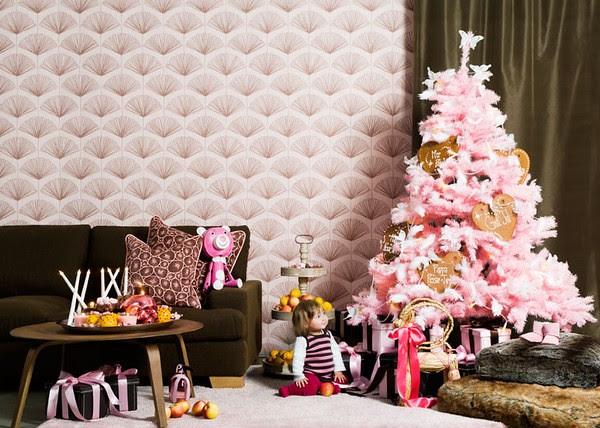 PinkChristmas_sasa-family-living