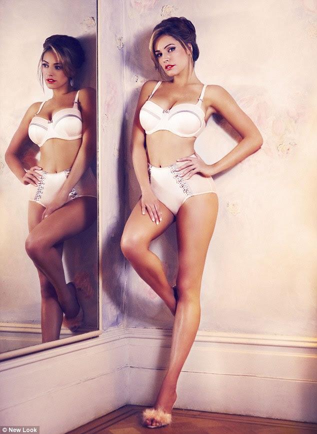 "Kelly Brook BrookKelly: 'lingerie deve lisonjear meninas curvas não, tentar minimizá-los """