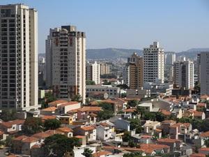 Ao fundo, zona norte de São Paulo vista a partir da região da Pompeia. (Foto: Ardilhes Moreira/G1)