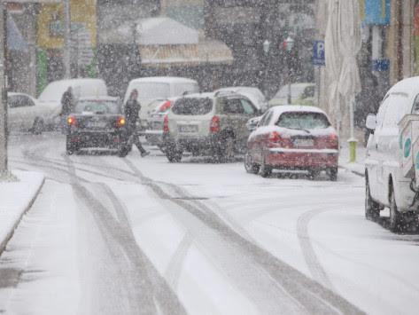 Καιρός: Σφοδρή κακοκαιρία σαρώνει τη χώρα! Πολικές θερμοκρασίες την Τρίτη - Πού θα χιονίσει