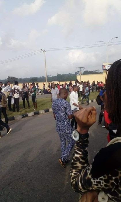 Breaking: Another Ondo Varsity Students Protest High Tuition, Shutdown School