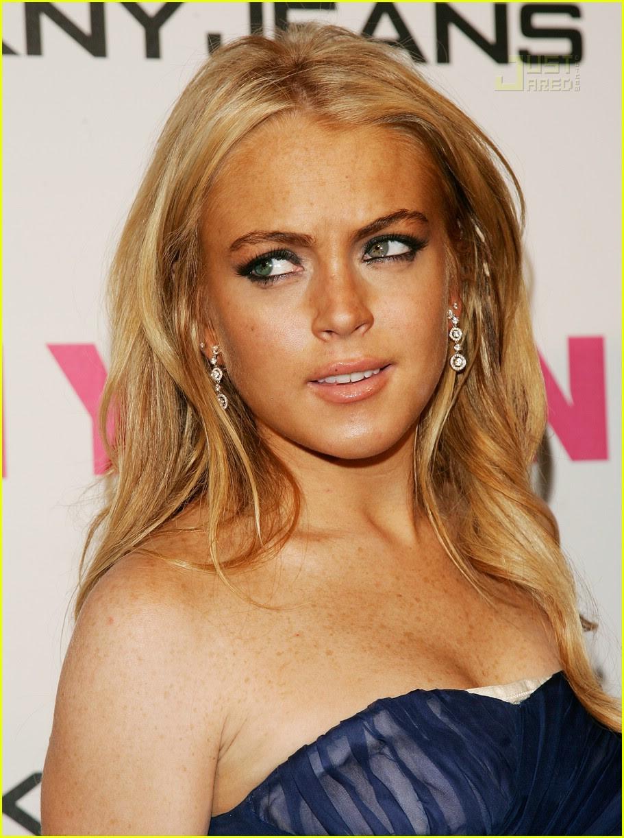 Lindsay Lohan's Bra Pops Out: Photo 155281 | Lindsay Lohan ...