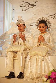 Princess Hafizah of Brunei's wedding, holding a bouquet