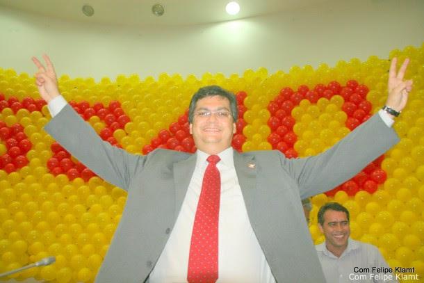 GOGÓ Seguindo a estratégia do ex-presidente Lula em relação à José Sarney, Flávio Dino abre os abraços e passa a trair seu próprio discurso de 'alternância de poder' . Foto: Felipe Klamt