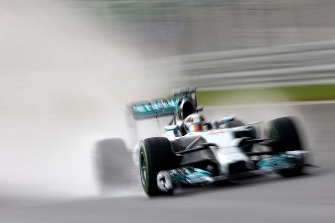 Lewis Hamilton no treino classificatório para o GP da Malásia (Foto: Getty Images)
