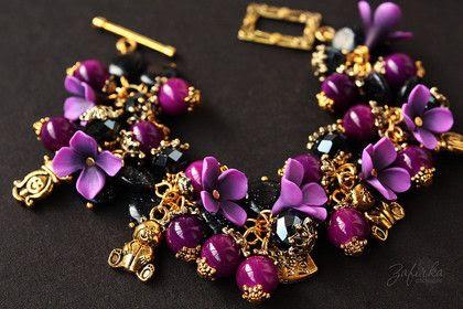 Браслет `Принцесса`. Выразительный фиолетовый и торжественный золотой: яркий и праздничный, браслет с цветочками из полимерной глины и стеклянными бусинами.    Внимание, возможно изготовление на заказ изделия по мотивам этой работы.