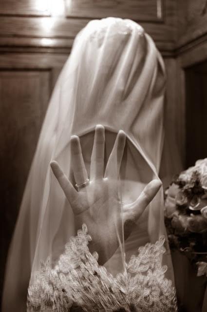 Wedding portrait of a bride in Paris with a veil