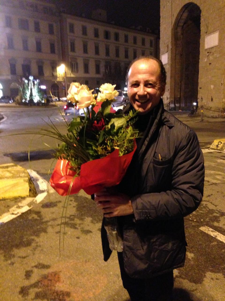 O rendez-vous foi no lugar, hora e minuto onde demos o primeiro beijo...não muito romântico, um estacionamento, mas tão significativo!  Adorei!! Ele chegou com rosas!