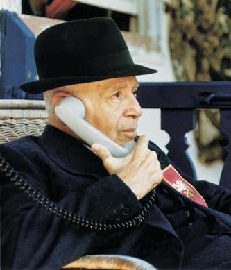 Plinio Corrêa de Oliveira answers a phone call
