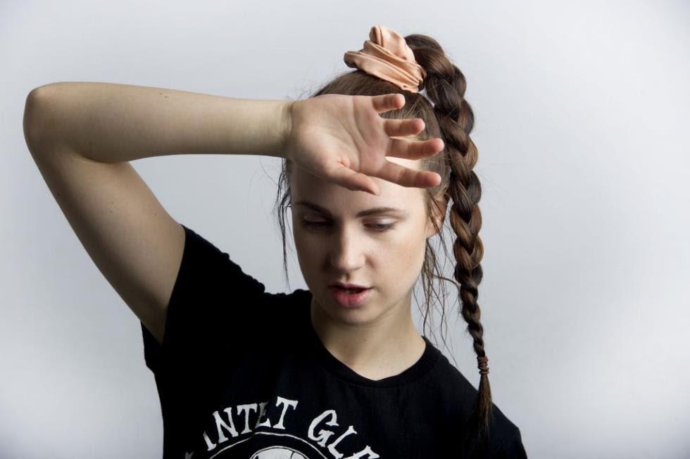 """SEGURA ESSA FAROFA CONCEITUAL: MØ se entrega de vez a indústria e lança a comercial, mas maravilhosa, """"Final Song""""!"""