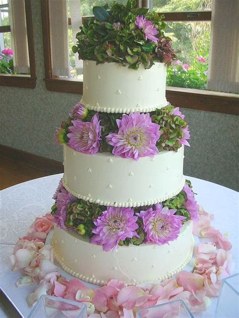 Gallery of Wedding Cakes baked by the European Bakery and
