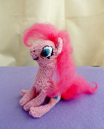 Poseable Pinkie Pie g4 My Little Pony Lauren Faust Friendship is Magic characters mane six knitting pony