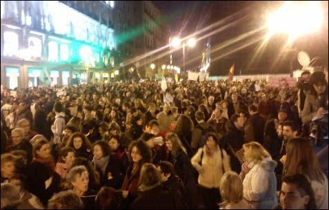 La Puerta del Sol de Madrid, abarrotada por los manifestantes. -AB
