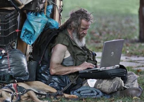 diaforetiko.gr : 020fdgdfgfdgfdg pics ΠΡΟΦΗΤΙΚΕΣ ΦΩΤΟΓΡΑΦΙΕΣ : Ο Έλληνας με τη δωρεάν WiFi σύνδεση ένα χρόνο μετά!