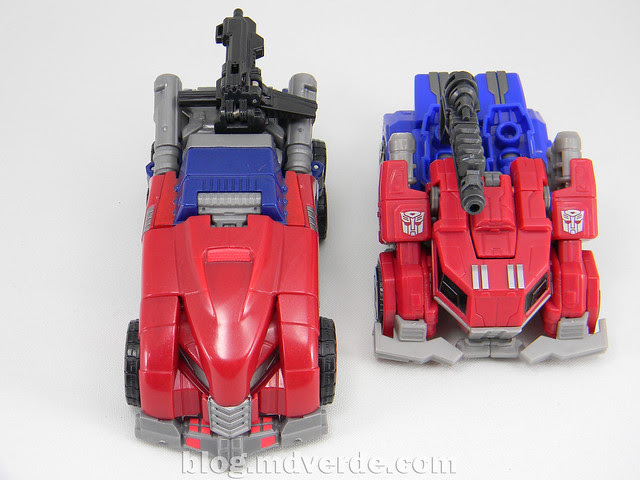 Transformers Optimus Prime Deluxe - Generations FoC - modo alterno vs WFC