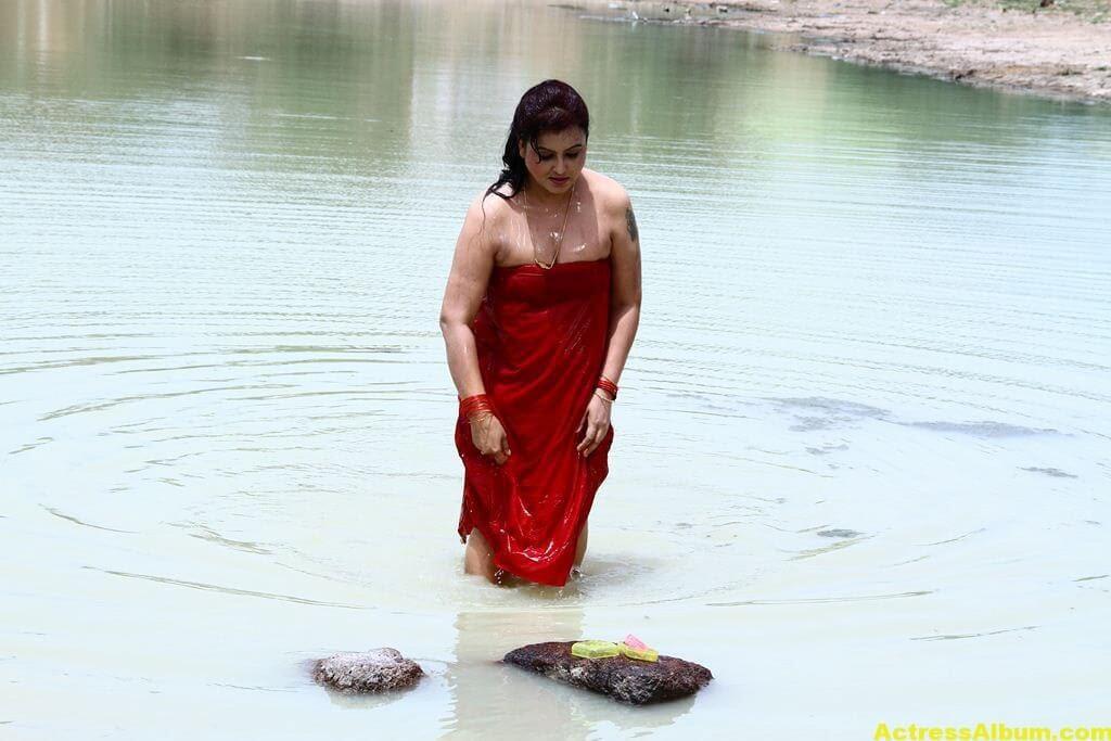 Sona-Hot-Stills-FromSivappu-Manidharagal-Movie-3