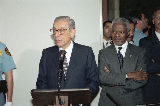 Boutros Boutros-Ghali, the sixth Secretary-General of the United Nations, speaks at the unveiling of his official portrait as Secretary-General Kofi Annan, his successor, listens. Credit: UN Photo/Eskinder Debebe.